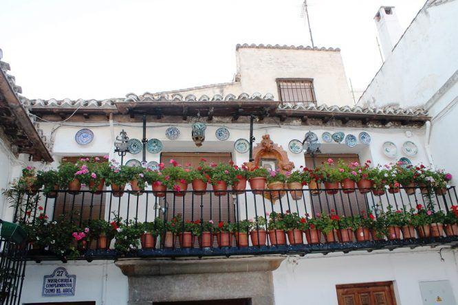 Haus in Albaicin mit typischen Keramikschildern