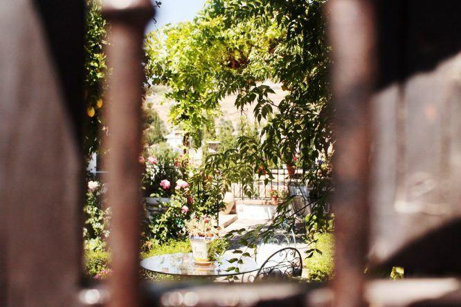 Blick in einen Garten in Albaicin