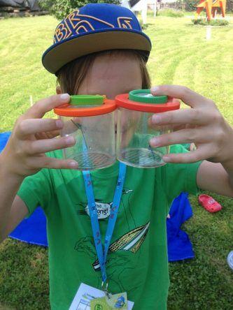 Mal aus der Nähe betrachtet: Libelle & Co. lassen sich so ganz einfach bestaunen...und werden danach selbstverständlich wieder in die Natur entlassen.