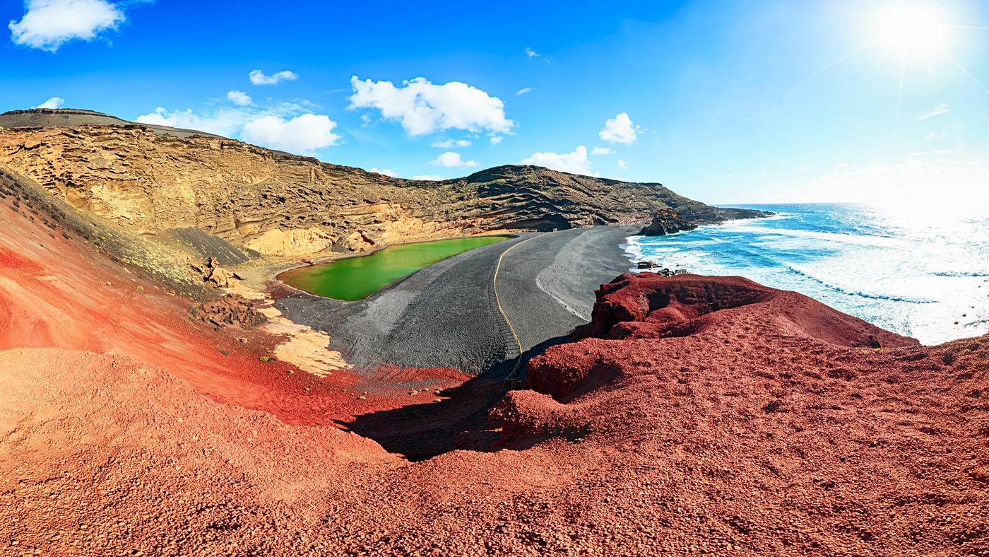 Auf Lanzarote erwarten euch u.a. schwarze Strände