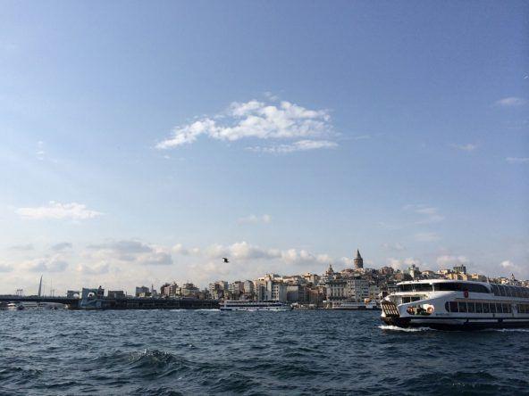 Blick auf Istanbul von der Fähre