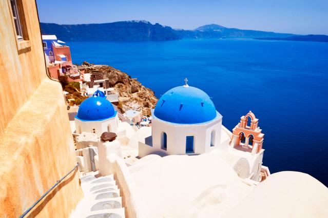 Santorin ist eine der schönsten und bei Brautpaaaren sehr beliebte griechische Insel.