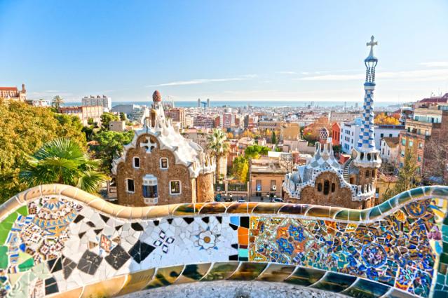 Farbenfroh, direkt am Meer und unglaublich facettenreich - das ist Barcelona.