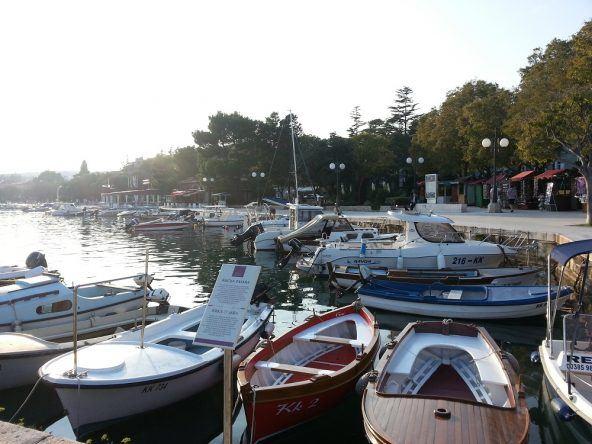 Unzählige Boote der Fischer reihen sich aneinander