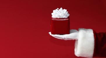 Gewinnt tolle Preise bei unserem TUI Weihnachts-Quiz. Auch für euch hält der Weihnachtsmann etwas bereit.