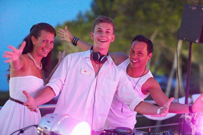 PURAVIDA-Entertainment-DJ