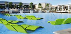 """Eine spektakuläre Poollandschaft lädt im MGM Grand Hotel zum Entspannen ein. Im Hotel wird die weltberühmte Show """"KA"""" des Cirque du Soleil aufgeführt."""