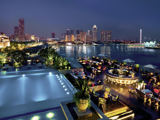 Roof Top Pool Bar Fullerton Bay SIngapur