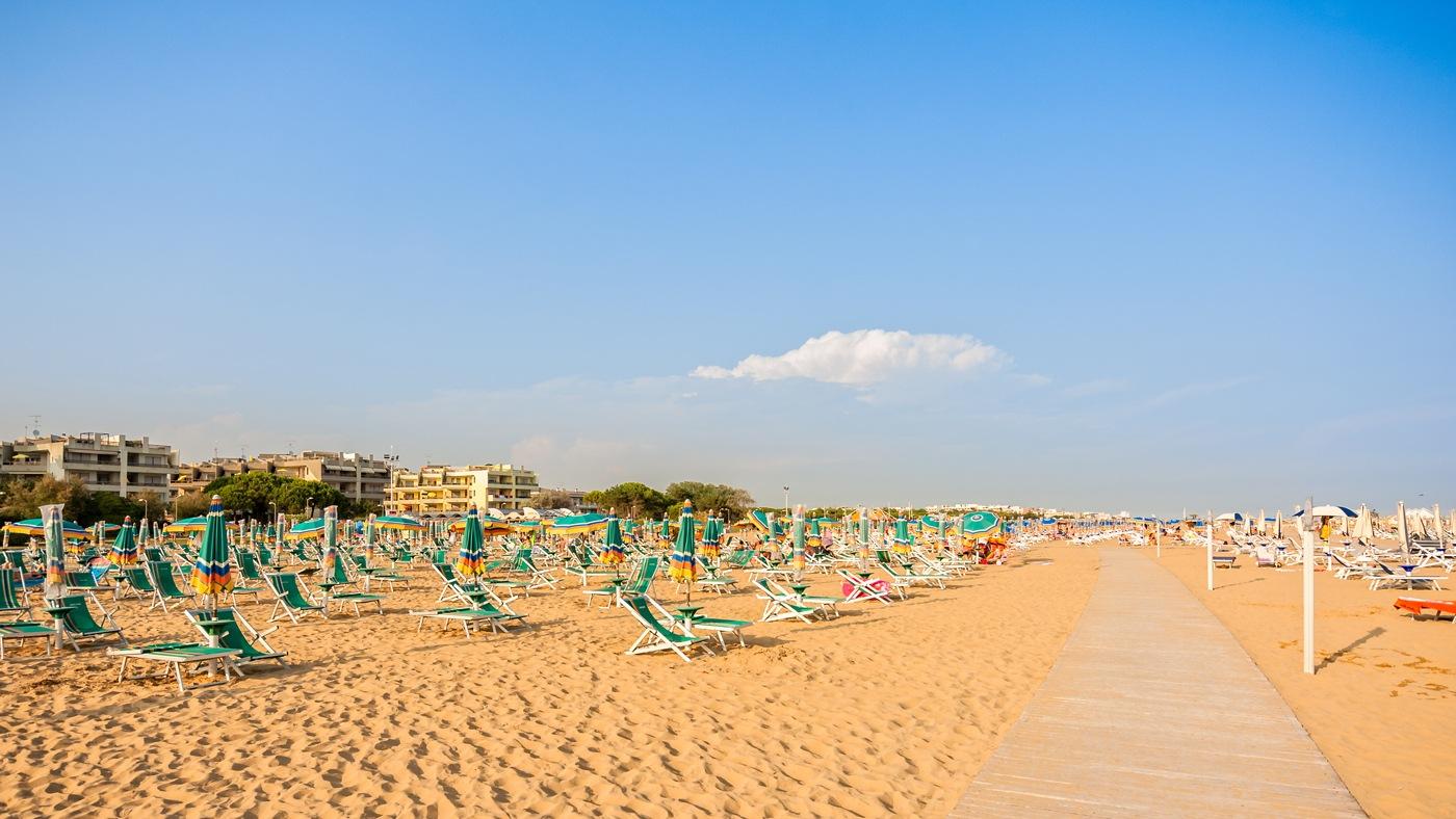 Der weitläufige, flachabfallende und wunderschöne Bibione Strand in Italien
