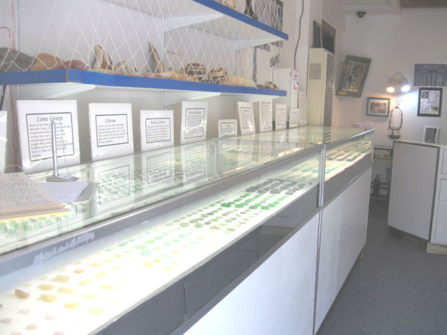 Im Glass Beach Museum stellt Capt. Cass seine Fundstücke aus
