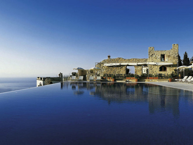 Entdecke traumhaftes Blau im Belmond Hotel Caruso im Ort Ravello an der Amalfiküste in Italien