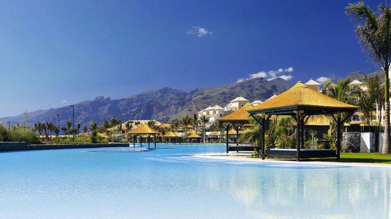 Der Infinity Pool vom Sensatori Gran Meliá Palacio de Isora Hotel auf Teneriffa