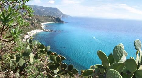 An den Stränden Kalabriens vereinen sich Natur & Meer in Italien.