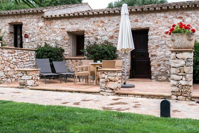 Zimmer mit Terrasse Wasserrad im Viverde Sa Bassa Rotja Mallorca