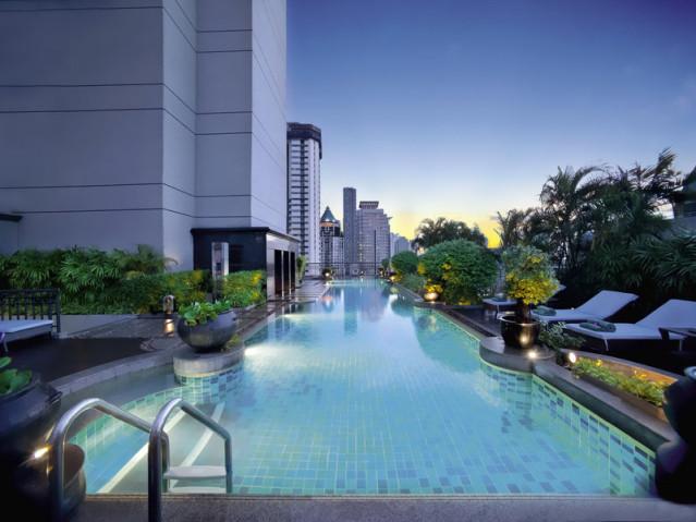 Pool im 21. Stock