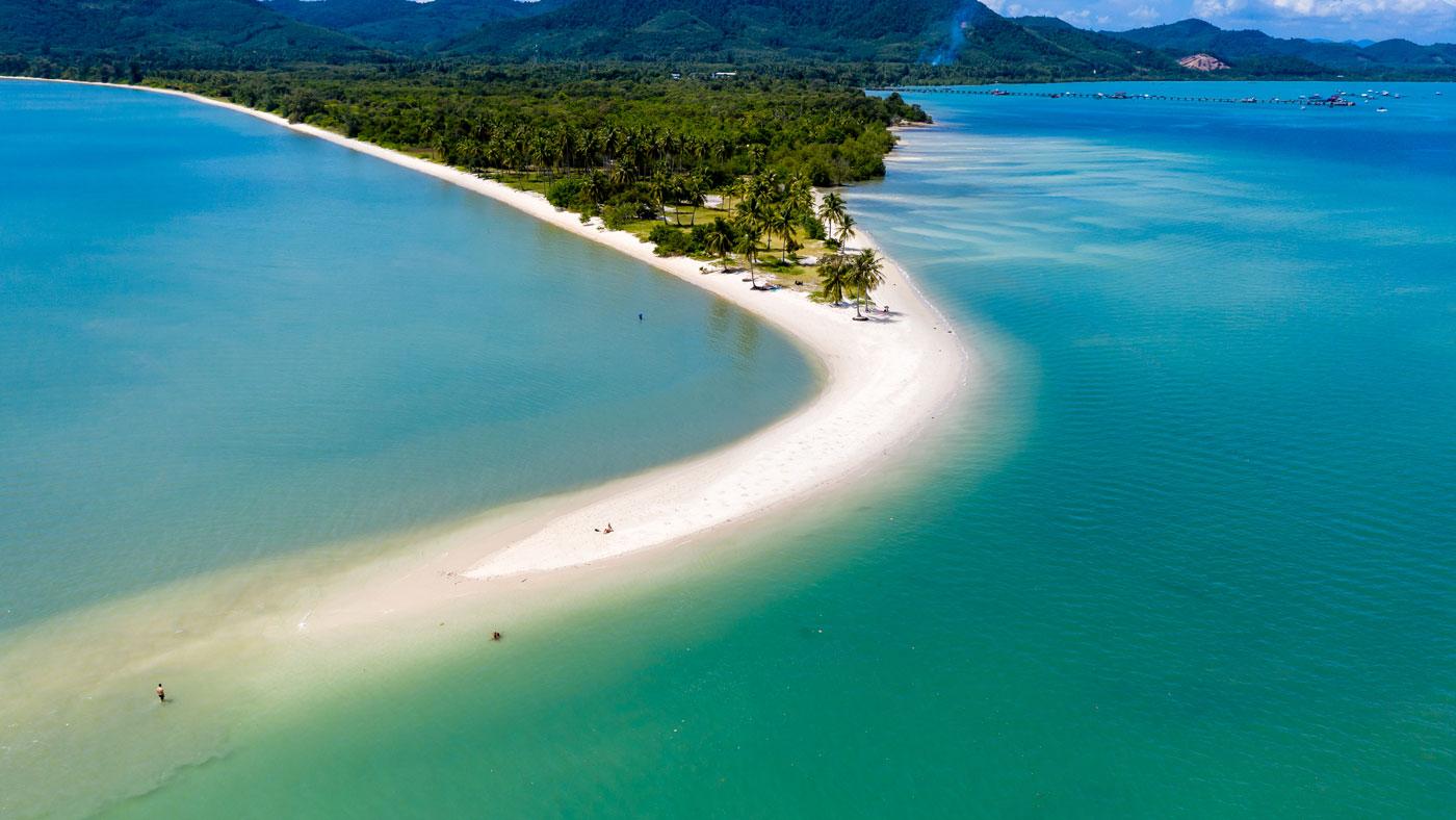 Was für ein Traumstrand! Die Landzunge Laem Haad (oder auch Peninsula Beach genannt) befindet sich an der nördlichen Spitze von Koh Yao Yai (shutterstock/Richard Whitcombe)