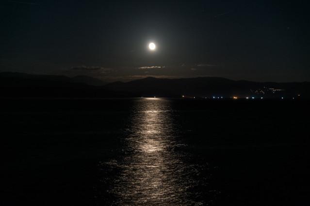 Korfu-Stadt bei Nacht
