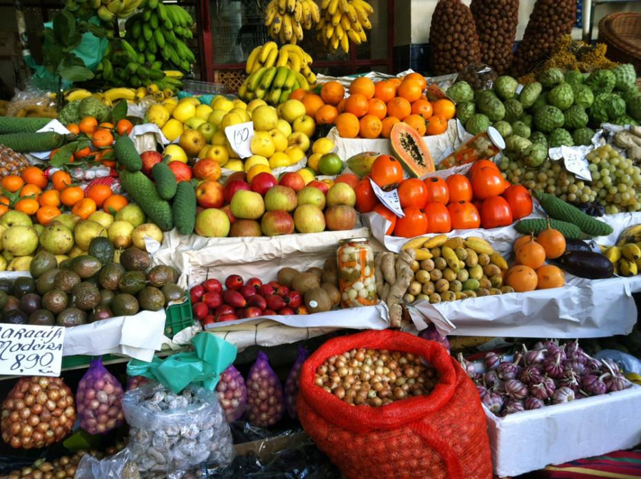 Bunt und sehr lecker - das Obst und Gemüse in der Markthalle Funchals.
