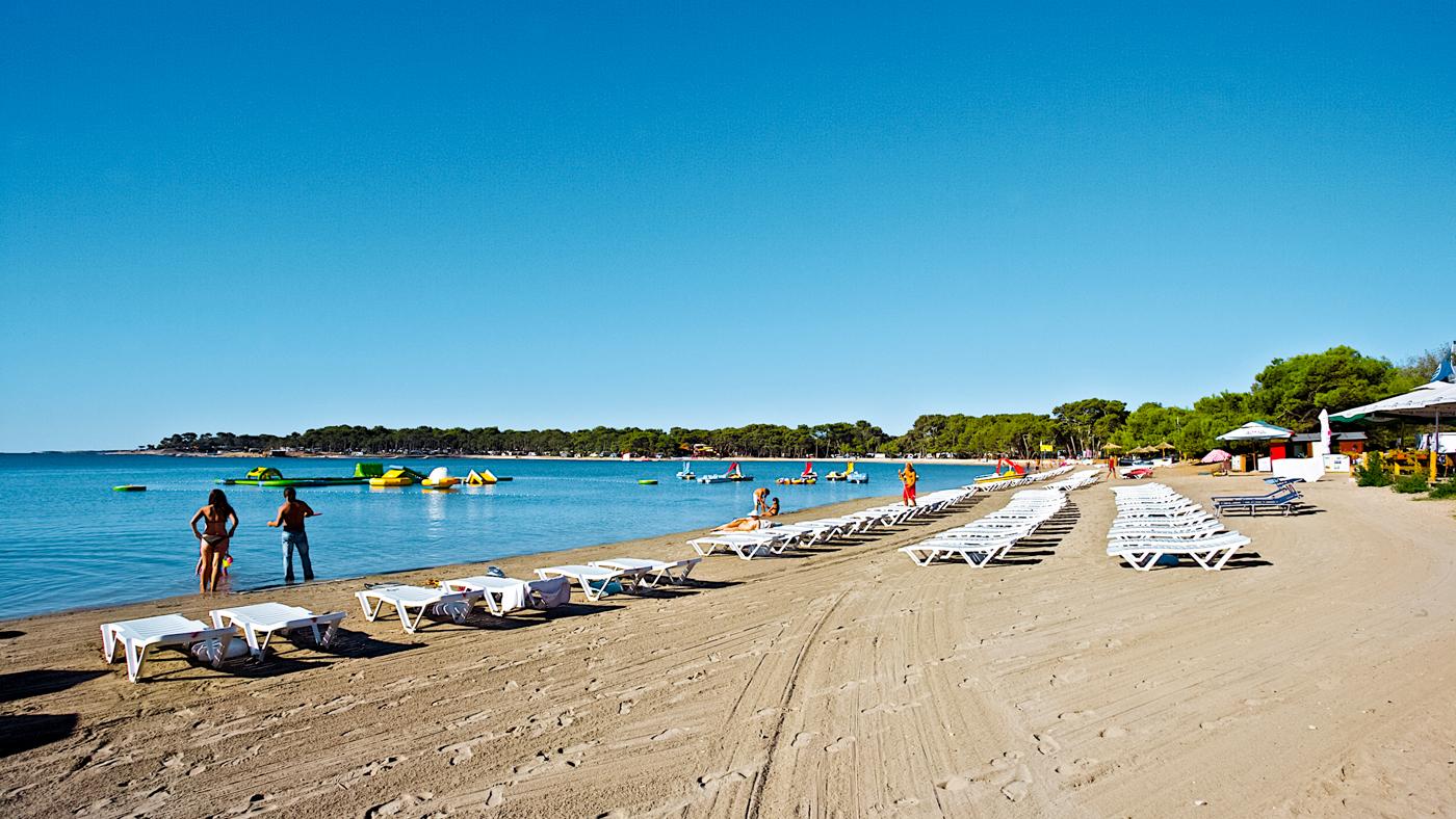 Vom TUI SENSIMAR Medulin zum Bijeca Beach sind es nur wenige Gehminuten