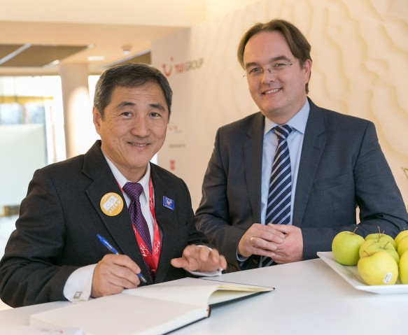 Frank Püttmann mit dem Malaysichen Generalsekretär für Tourismus, Dr. Ong Hong Peng