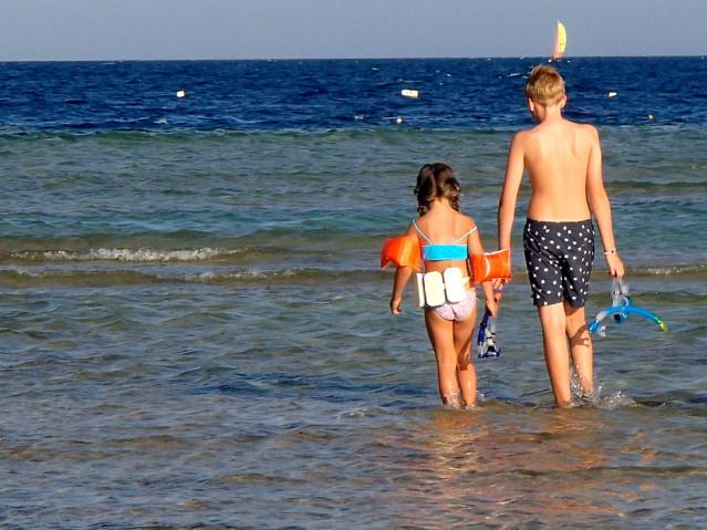 Kinder am Strand vpnm Hurghada