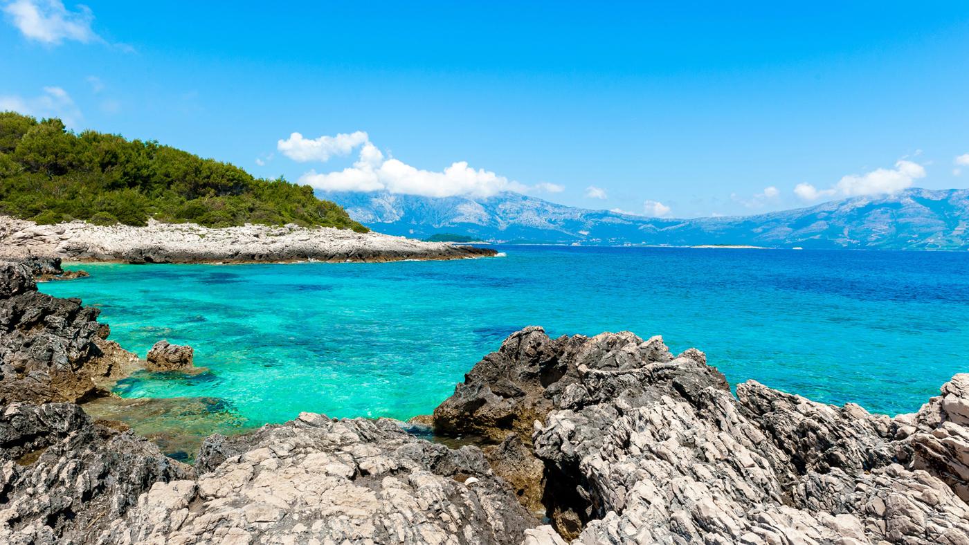 Türkisblaues, klares Wasser erwartet dich auf Korcula in Kroatien