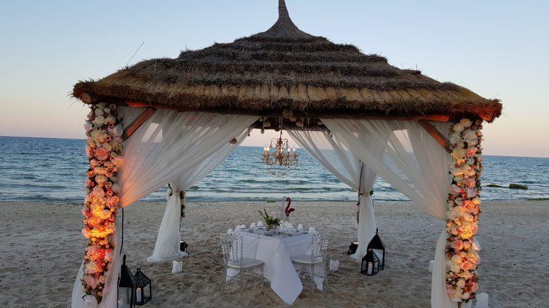 Und das Private Dining am Strand, wie hier im TUI SENSIMAR Scheherazade in Tunesien.