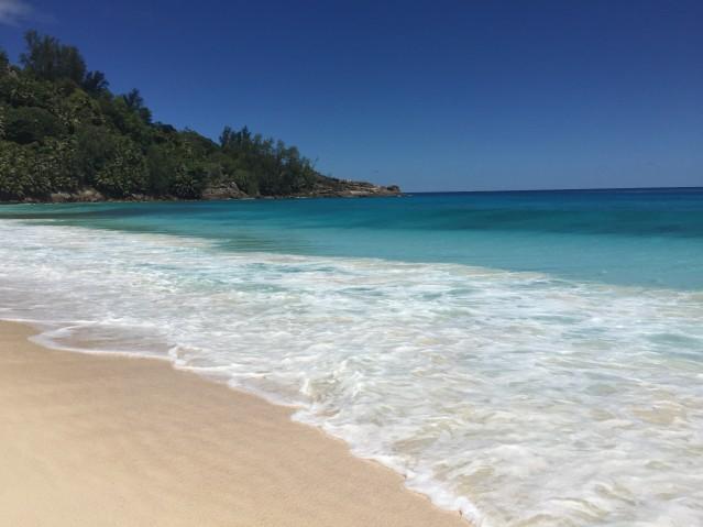 Philipp war im Badeurlaub mit Baby: Unter anderem am Anse Intendance Strand auf der bliebten Insel Mahé auf den Seychellen