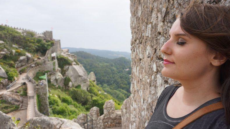 Entspannung auf der Burganlage Castelo dos Mouros in Sintra