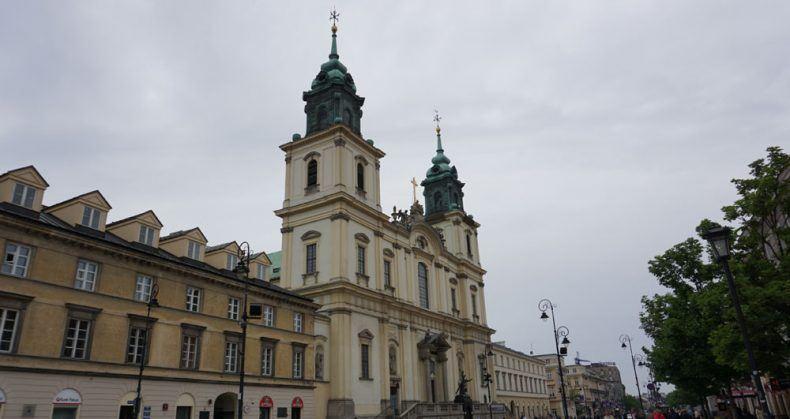 Die Heilig-Kreuz-Kirche: In einen der Kirchenpfeiler wurde 1882 die Urne mit dem Herz von Frédéric Chopin eingesetzt
