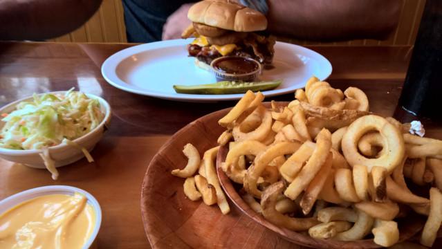 Burger HOOTERS Florida