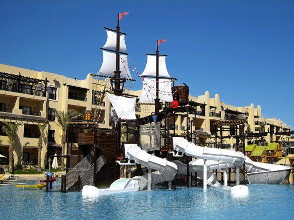 Ein Piratenschiff mit toller Wasserrutsche im Steigenberger Aqua Magic in Hurghada