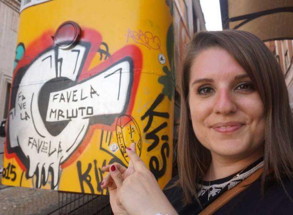 Schnell noch ein Foto mit der Standseilbahn in der Rua da Glória