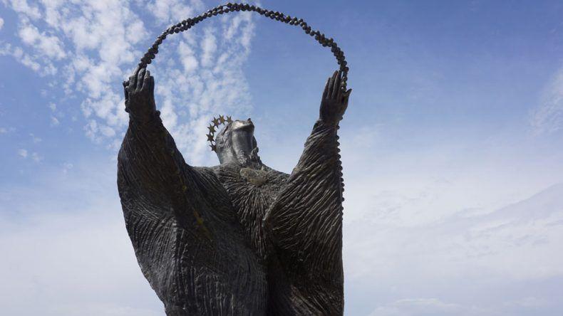 Wer weiß wie diese Statue heißt? Tipp: Sie steht neben der Cristo Rei