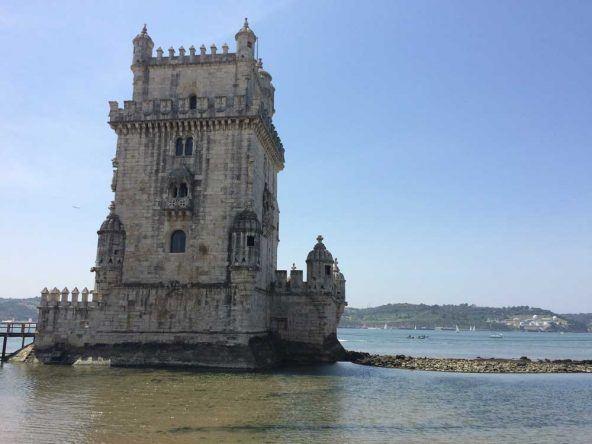 Das bekannteste Wahrzeichen Lissabons: Der Torre de Belém an der Tejomündung