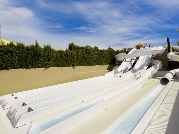 Superschnelle & endlose Wasserrutschen im TUI KIDS CLUB Cala Mandia auf Mallorca