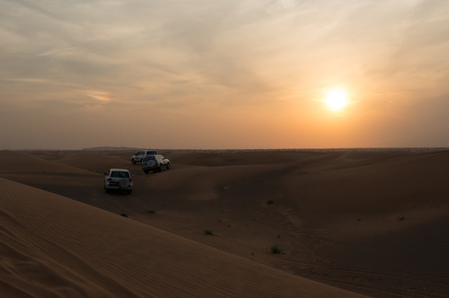 Jeep Safari in den Sonnenuntergang