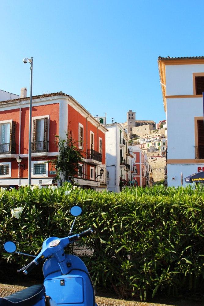 Ibiza intensiv mit dem Roller erleben