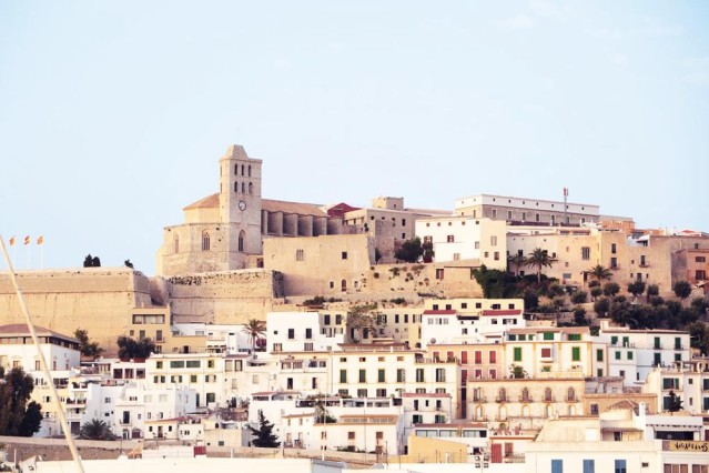 Die tradionsreiche Altstadt Dalt Vila verzaubert ab der ersten Sekunde