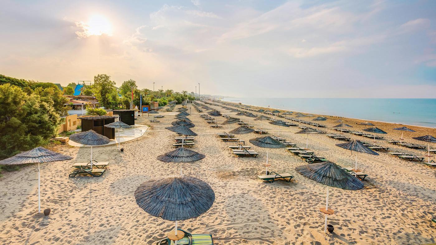Auch am Strand locken zahlreiche Wassersportmöglichkeiten