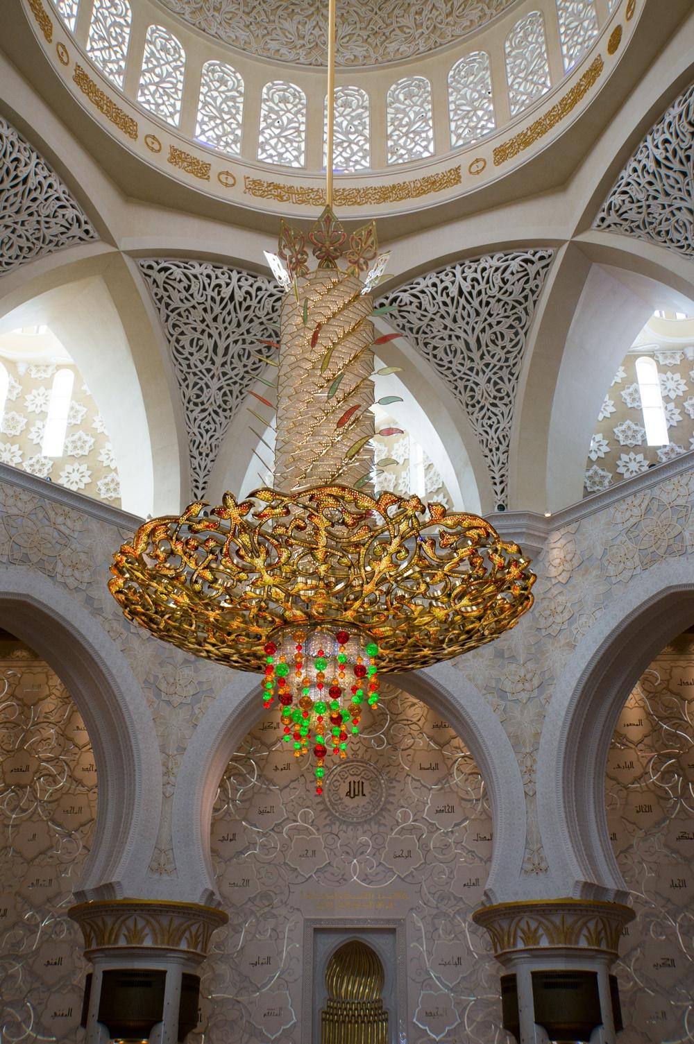 Leuchter in der Sheikh Zayed Bin Sultan Al Nahyan Moschee