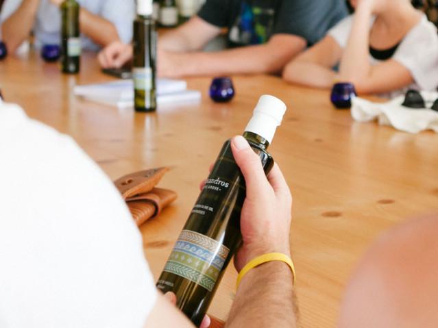 Olivenölverkostung Alex Beach Rhodos