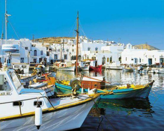 Der romantische Hafen in Paros