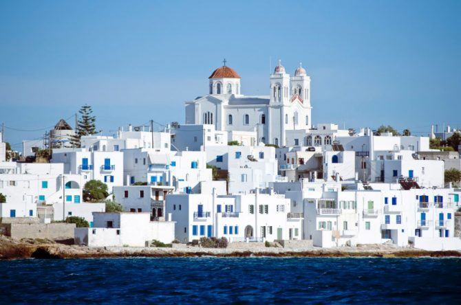 Paros weß-blaue Häuserfront