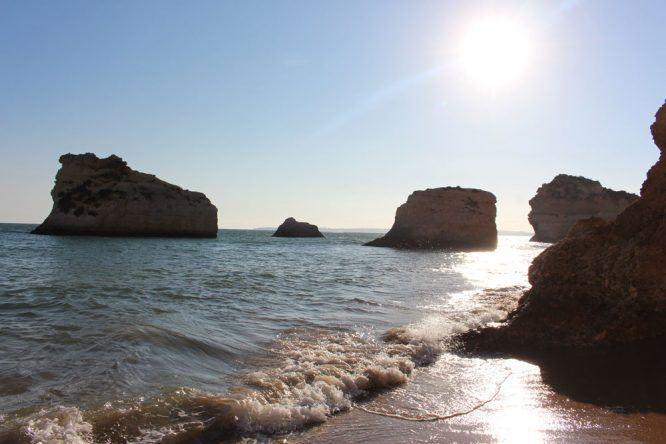 Die Praia dos Três Irmãos am Abend