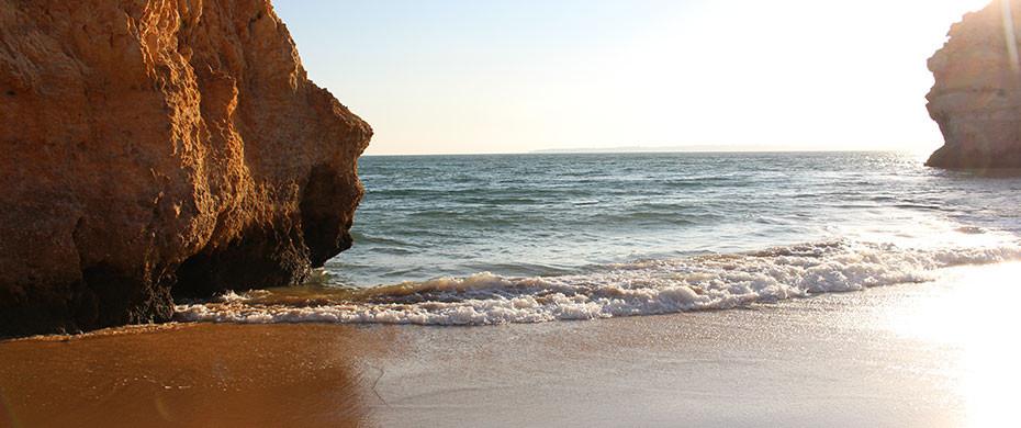 praia-dos-tres-irmaos-alvor-strand-algarve-portugal-feature
