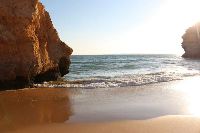 Traumhafter Strand in Alvor an der Algarve in Portugal