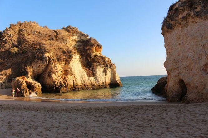 In der kleinen Bucht der Praia dos Três Irmãos könnt ihr so richtig entspannen