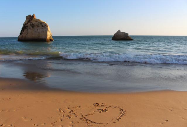 Strand in Alvor an der Algarve in Portugal