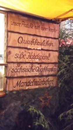 Süßigkeiten auf dem Dresdner Striezelmarkt. Besonders empfehlenswert: Die Sächsischen Quarkkrapfen